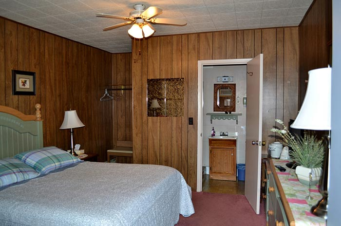 Hillcrest Motel, Room 3